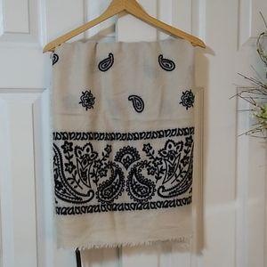 Steve Madden blanket wrap scarf cream with black